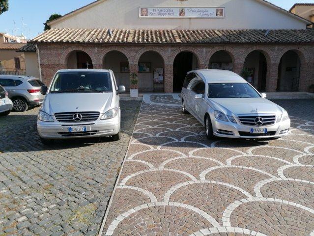 Le-nostre-vetture-per-il-trasporto-della-salma-durante-la-cerimonia-funebre