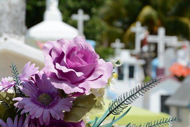 attenzione-ad-ogni-dettaglio-e-cura-nella-sepoltura-i-nostri-punti-di-forza-Pratiche Cimiteriali-